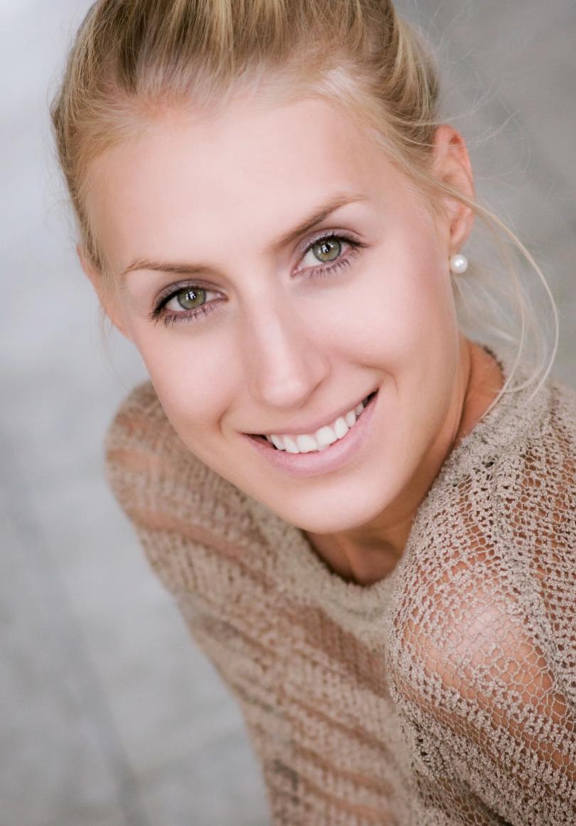 Maren Dusseldorf Promo Staff